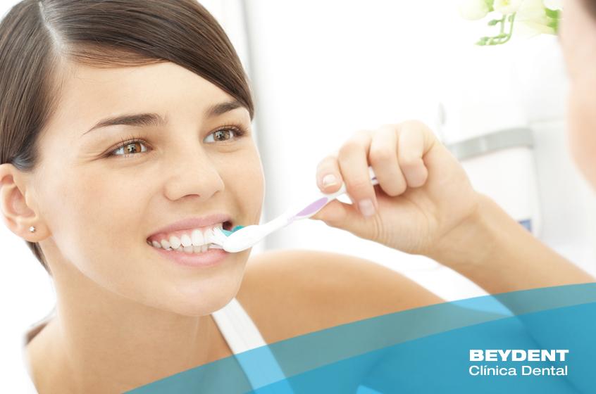 ¿Cuanto-tardas-en-cepillar-tus-dientes-Su-importancia-en-Beydent